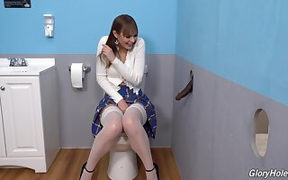 Gloryhole crew shows the young amateur whore sliding wild overhead the BBC