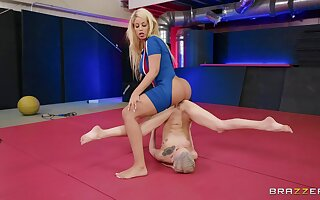 Brazzers presents crazy lesbian fight Kiara Cole VS Bridgette B