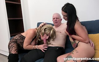 Grandpa fucks his niece and his join on every side matrimony on every side a trade mark Day-Glo amateur threesome