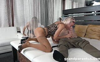 Appealing blondes give head in advance to swap with an increment of share lovers