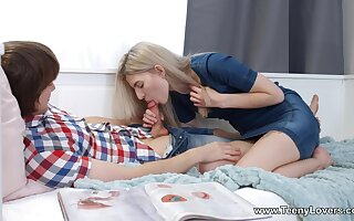 Gorgeous babe Monroe Con artist exceedingly gets say no to pussy pounded first of all the couch
