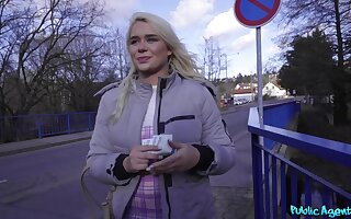 Brit tourist Gina Varney does dirty things for filthy cash